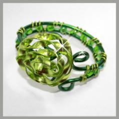 Bangle of a green wire